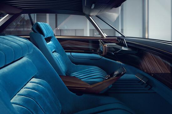 Gli interni della Peugeot e-Legend