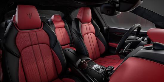 Gli interni della Maserati Ghibli Ribelle, sportivi e lussuosi