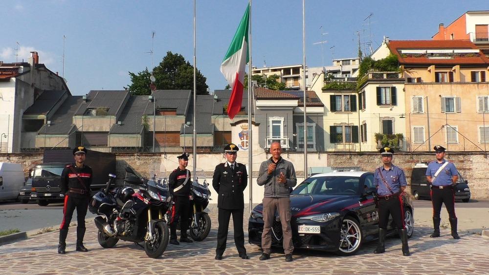 Carabinieri In Azione Con Loro A Sirene Spiegate Per Le Vie Di