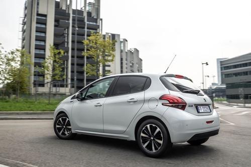 Peugeot 208 Signature, 1.200 esemplari per l'Italia (5)
