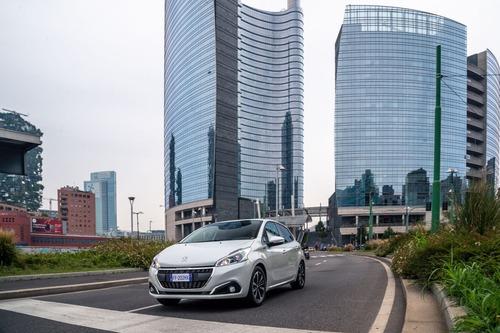 Peugeot 208 Signature, 1.200 esemplari per l'Italia (7)