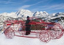 Sulle Alpi francesi una scultura Range Rover con King Kong al volante