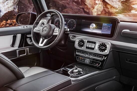Interni Mercedes G class 2018, con unico (ma sono due) grande display