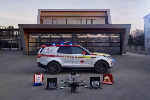 Land Rover al Salone di Parigi 2018 con una Discovery per la Croce Rossa (4)