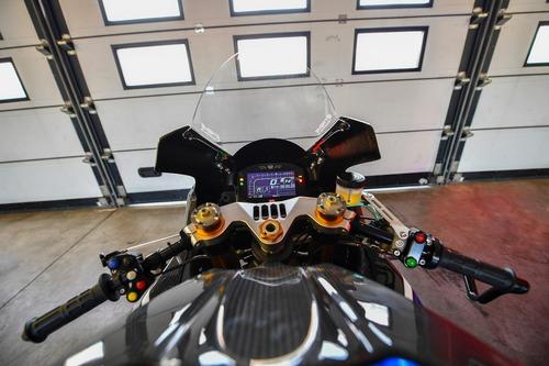 Il ponte di comando della GSX-R Ryuyo: una moto da corsa in tutto e per tutto