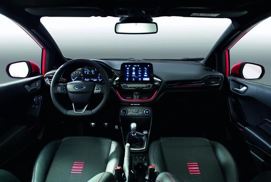 Gli interni della Ford Fiesta ST-Line Red e Black Edition