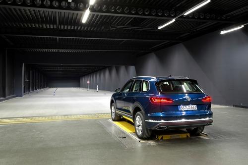 Volkswagen, Illuminazione: il futuro di gruppi ottici e segnalazioni visive dell'auto è già qui (7)