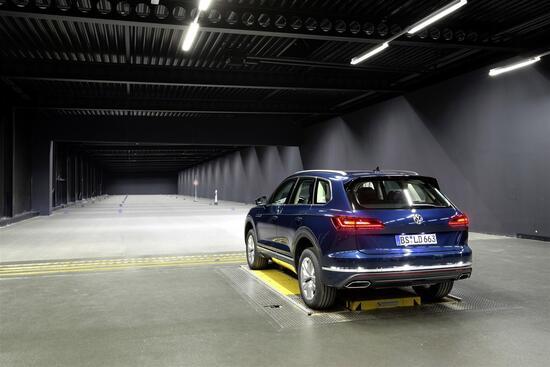 Fari alla prova nel tunnel fotometrico di Wolfsburg