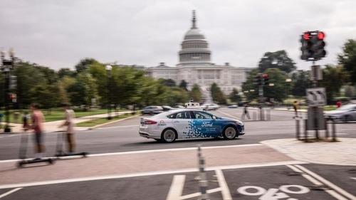 Capitali con auto a guida autonoma crescono: dopo Washington anche Londra