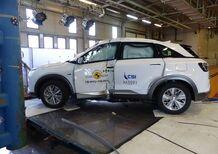 Crash test, la prima volta di un'auto a idrogeno: 5 stelle alla Hyundai Nexo [Video]