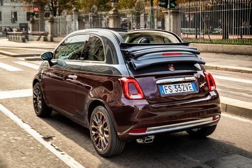 Nuova Fiat 500 Collezione, la cabrio che sfila a Milano Duomo [video] (8)