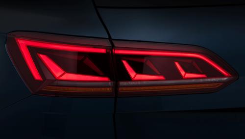 VW, Illuminazione: nuovi gruppi ottici e segnalazioni visive dell'auto (Parte3 - Video) (9)