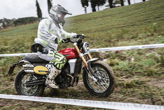 Andrea Perfetti in prova speciale con la Fantic Caballero 500