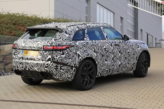 Il Range Rover Velar SVR avvistata nei pressi del Ring