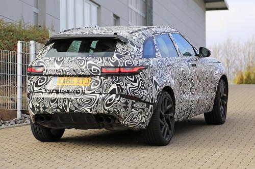 Range Rover Velar, riapparsa la versione SVR con il V8 da 550 CV (9)