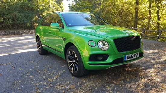 La Bentley Bentayga in tinta Apple Green