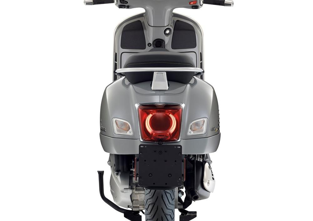 Vespa GTS 300 Hpe Super Tech (2019 - 20) (2)