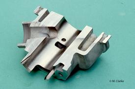 Nei motori a due tempi la maggior parte del calore ceduto alle pareti metalliche viene assorbito dal cilindro. L'elevata conduttività termica dell'alluminio è quindi particolarmente vantaggiosa. Il raffreddamento ad acqua diventa indispensabile nelle realizzazioni di prestazioni più elevate