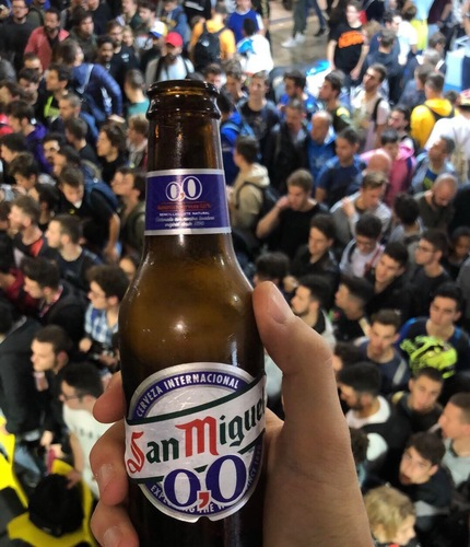 La birra analcolica San Miguel 0.0, partner di Moto.it allo stand dentro Eicma, nei talk La Rinascente e in altri eventi in città