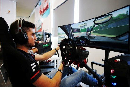 Enzo Bonito, il vincitore della Porsche Carrera Cup Esport