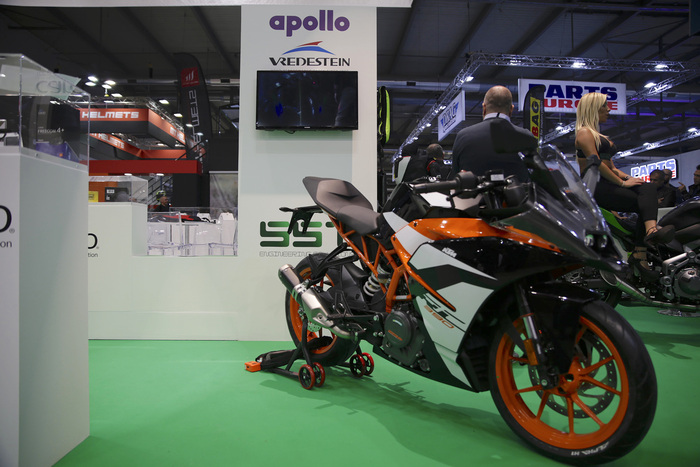 La KTM RC390 gommata Apollo Alpha H1
