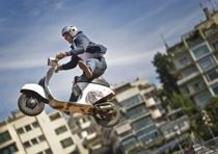Una Vespa tra le rampe dei Red Bull X-Fighters a Roma