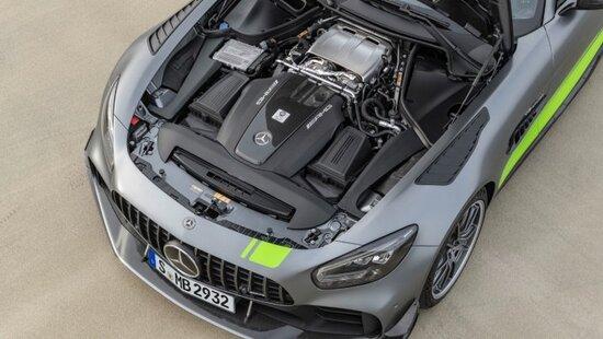 Il V8 biturbo da 4.0 litri eroga 585 CVe 700 Nm di coppia