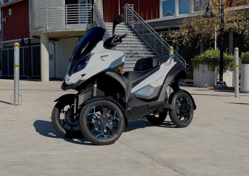 E-QOODER. Lo scooter a quattro ruote diventa elettrico