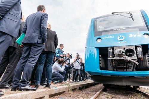 Idrogeno al posto del gasolio nei serbatoi: auto per ora no, ma treno si (5)