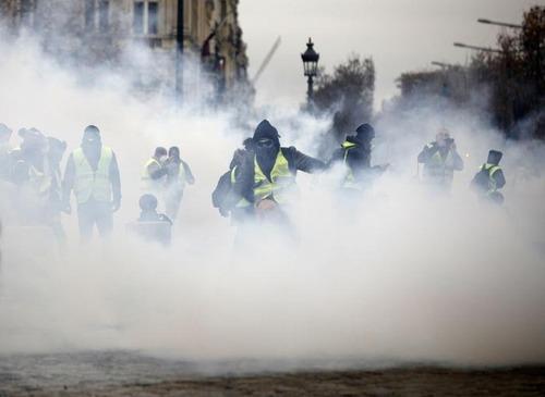Gilet gialli, in Francia un terzo morto ad Arles (7)