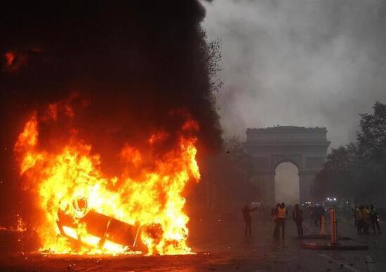 Gilet gialli, in Francia un terzo morto ad Arles