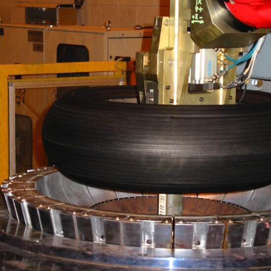il processo di produzione di uno pneumatico lascia sulla sua superficie dei composti antiadesivi