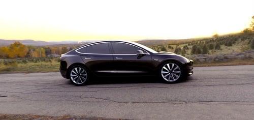 Tesla Model 3, in Italia costa 59.600 euro (5)