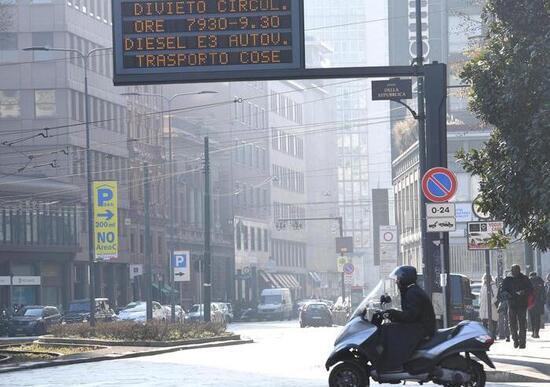 """Blocchi traffico: in Lombardia con """"scatola nera"""" le Euro 3 potranno circolare"""