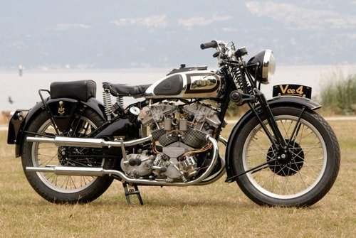 Moto d'epoca: una AJS V-4 replica va all'asta (8)