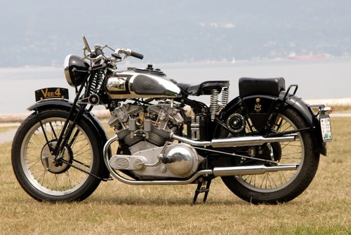 Moto d'epoca: una AJS V-4 replica va all'asta (7)