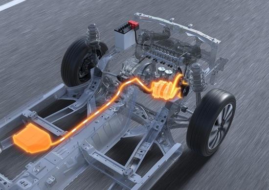 Il flusso energetico che dal vano motore è diretto verso la piccola batteria ausiliaria e viceversa
