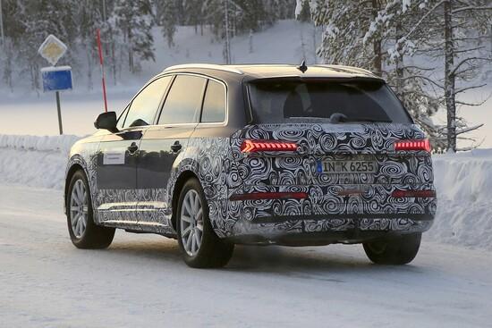 Il futuro Audi Q7 avvistato su strada