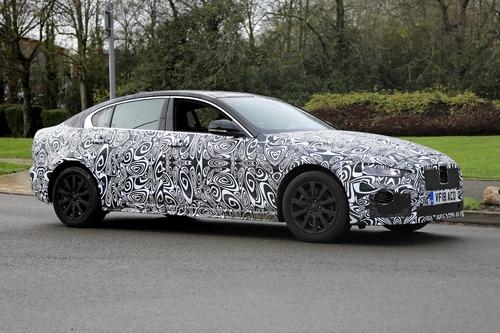 Nuova Jaguar XE: restyling per il futuro [Foto spia] (8)