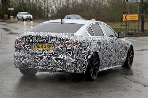 Nuova Jaguar XE: restyling per il futuro [Foto spia] (5)