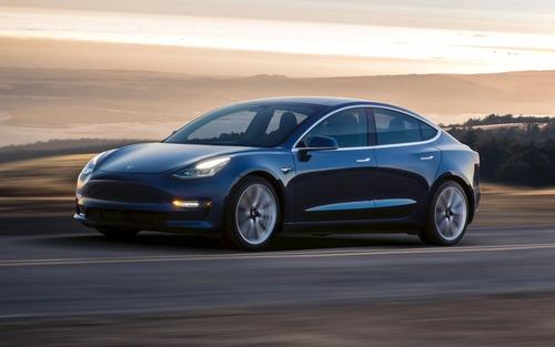 Tesla sconta la Model 3 di 2.000 dollari (3)