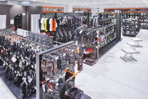 Wheelup Smart Stores, franchising di abbigliamento, accessori e ricambi moto (3)