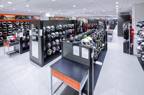 Wheelup Smart Stores, franchising di abbigliamento, accessori e ricambi moto (7)