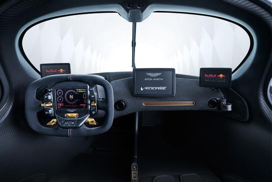 Gli spettacolari interni minimal della Aston Martin Valkyrie