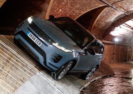 La nuova Range Rover Evoque 2019 approda in Italia [video]