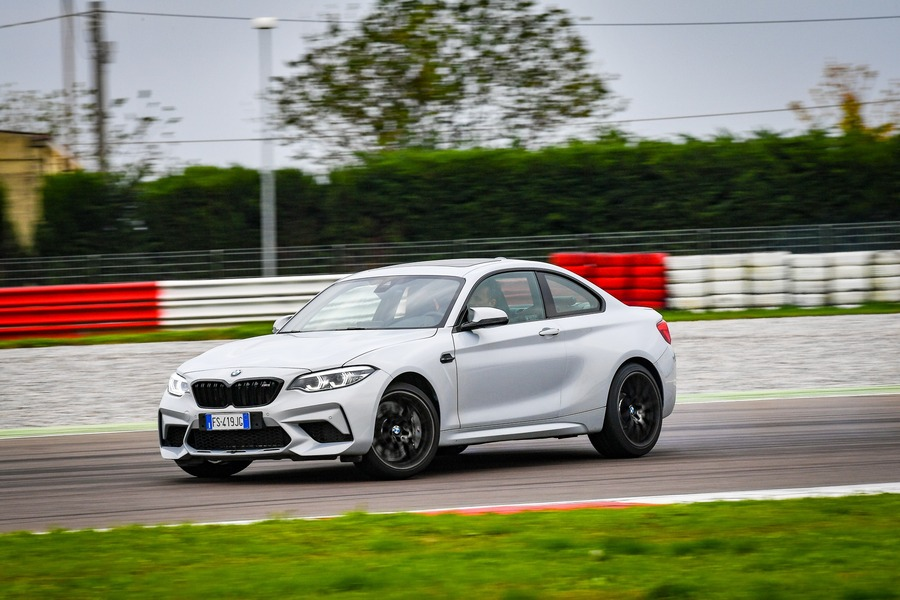 BMW M2 Competition vs BMW S1000R87 2