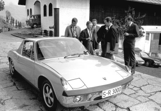 1969: Ferry Porsche con la sua 914/8 che ricevette come regalo per i suoi 60 anni. Il motore era quello della 908 da corsa