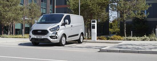 Primo furgone ibrido Ford in vendita, da ottobre 2019, in Italia