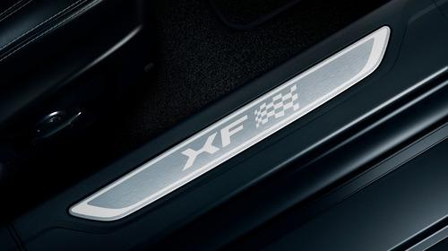 Jaguar XF e XF Sportbrake, arriva la serie speciale Chequered Flag (6)