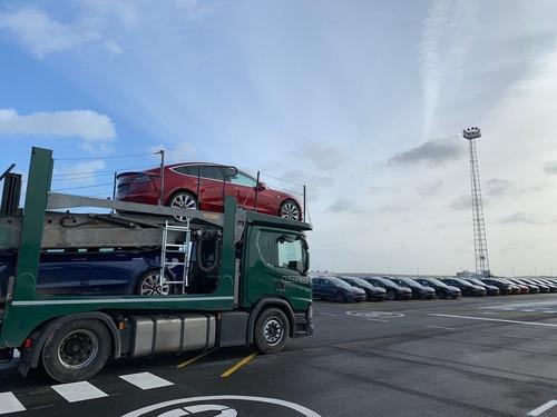 Tesla e Mercedes insieme? Per nuovi van elettrici e non solo (3)